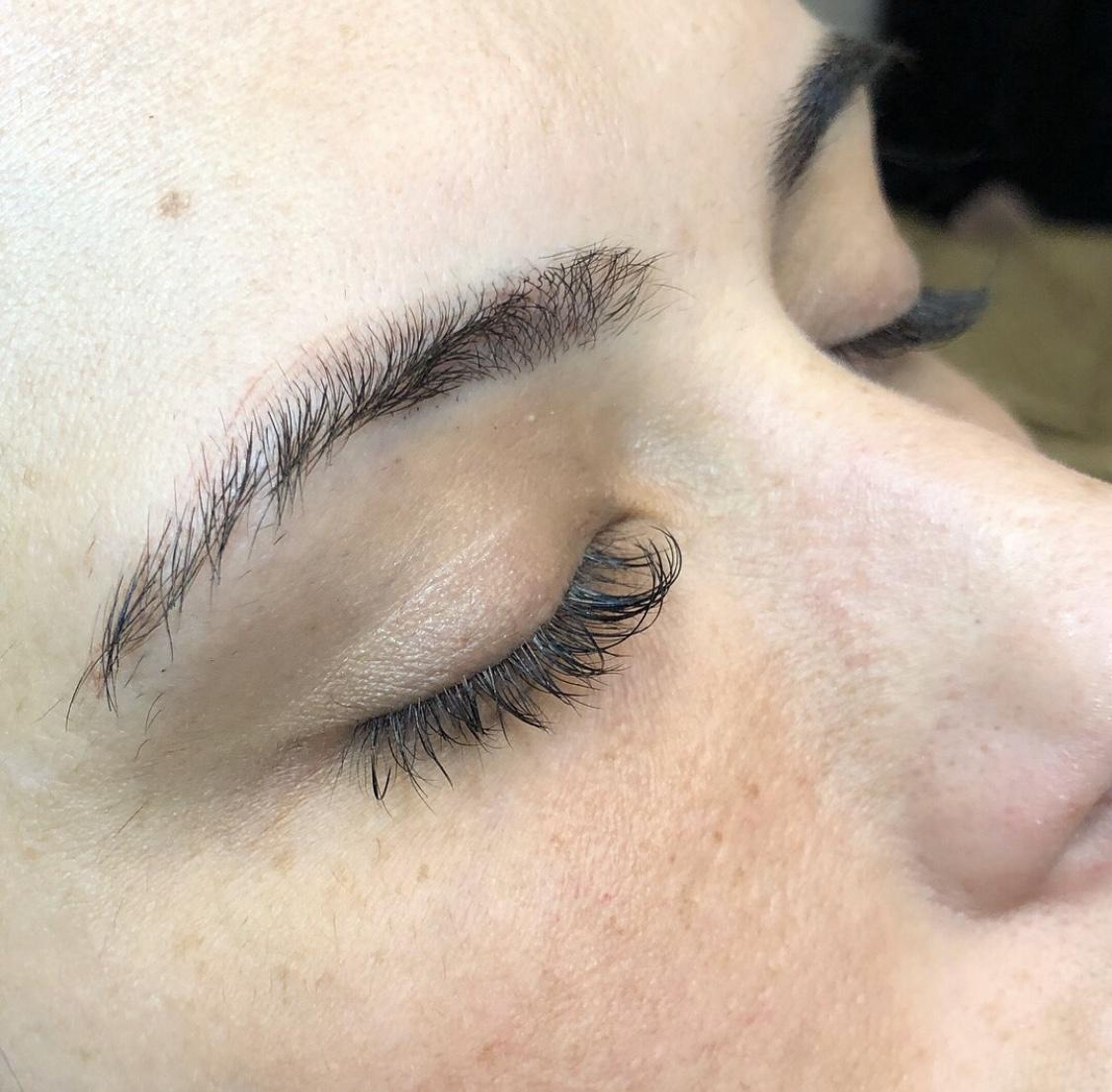 eyebrow designer corona